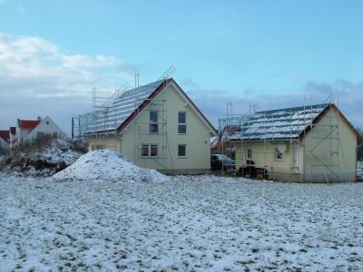 PV-Module auf Haus und Garage